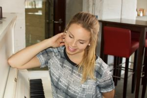 Lisa Seehase: Einzelmusiker, Gesang